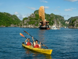 Day trip to Halong Bay on traditional wooden junk - 2 days / 1 night