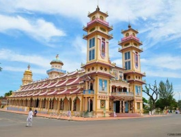 Day trip to visit cu chi tunnels & cao dai temple in tay ninh